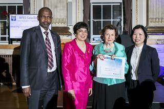 María Teresa Estevan Bolea, recibe el PREMIO MUNDIAL DE INGENIERÍA, de la Federación Mundial de Organizaciones de Ingenieros en Londres.