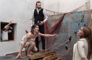 Momento de la representación. Fuente: Teatro La Puerta Estrecha.