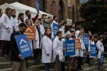 Manifestación de científicos ante la gestión de Trump. Foto: Peg Hunter.