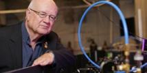 David Villeneuve, de la Universidad de Ottawa e investigador del CNRC, uno de los artífices de esta proeza tecnológica. Photo: Dave Weatherall, Ottawa University.
