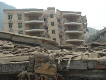 Estado de los edificios en Beichuan, China,  después del terremoto de 2008 provocado tras la fabricación de una presa. Foto: 人神之间