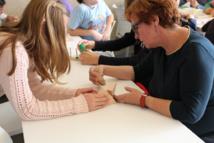 """Taller """"Jugando con las matemáticas"""" con estudiantes de sexto de Primaria, Secundaria, Bachillerato y Ciclos Formativos. Foto: Universidad Pablo de Olavide."""