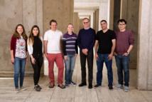 El equipo de científicos que ha realizado la proeza (de izquierda a derecha): Sarah Fernandes, Daphne Quang, Stephen Johnston, Sarah Parylak, Rusty Gage, Abed AlFattah Mansour, Hao Li. Credit: Salk Institute