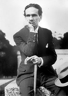César Vallejo, poeta y escritor peruano considerado entre los más grandes innovadores de la poesía del siglo XX. Fuente: Wikimedia Commons.