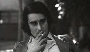 """Leopoldo María Panero en un fotograma de """"El desencanto"""", película española de 1976 dirigida por Jaime Chávarri. Fuente: Adiós Cultural."""