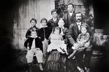 Achille Bhérer y Hortense Gaudreault fotografiados en 1876 en Charlevoix con siete de sus catorce hijos. Fuente: Familia Bhérer.