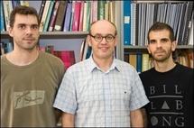 Los investigadores de la UAB Carles Navau, Àlvar Sánchez y Jordi Prat. Foto: UAB