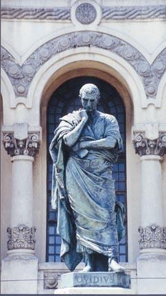 Estatua de Ovidio en Constanza, realizada por Ettore Ferrari. Fuente: Wikimedia Commons.