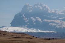 Las emisiones del volcán islandés Eyjafjallajökull cruzaron España justo hace dos años. Imagen: Dyntr.