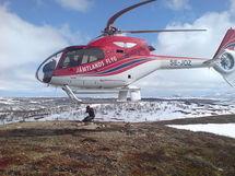 El giro de las hélices del helicóptero se muestra con figuras extrañas por el efecto rolling shutter. Fuente: Wikimedia Commons.