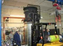 Proceso de aislamiento del solenoide central en el reactor, en un avance tecnológico que podría cambiar el escenario energético de aquí a unos años. Imagen: University of Tennessee, Knoxville.