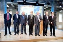 De izquierda a derecha, Jaime Lamo de Espinosa, José Luis García delgado, Enrique V. Iglesias, Javier Nadal, Víctor García de la Concha, José Manuel Blecua y Juan Carlos Jiménez.. Foto: Fundación Telefónica.