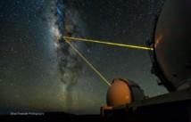 Telescopios del observatorio Keck analizan el centro de nuestra galaxia. Imagen: Ethan Tweedie. Fuente: UCLA.
