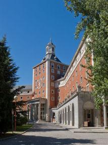 Rectorado de la Universidad Complutense de Madrid. Fuente: Wikimedia Commons.