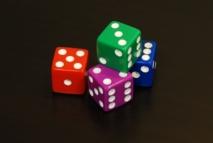 Los hombres a los que se les aplicó una cantidad extra de testosterona mintieron menos sobre los resultados obtenidos en un juego de dados, a pesar de que su sinceridad les hizo perder dinero. Fuente: Wikimedia Commons.