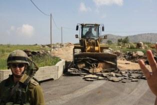 Demolición de carreteras en la villa de Al Aqaba, el pasado abril. Foto: Solidaridad con el Valle del Jordán.