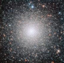 El cúmulo globular NGC 6388, observado por el Telescopio Espacial Hubble. Fuente: NASA/ESA.