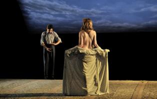 """Momento de la representación de """"Delicadas"""". Imagen: David Ruano. Fuente: Teatro Alhambra de Granada."""
