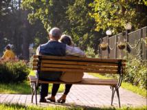 La esperanza de vida media en España es cinco años superior para mujeres que para hombres. Imagen: Natalia Pavlova. Fuente: PhotoXpress.