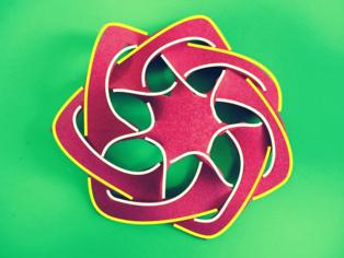 Modelo en gomaespuma de la cuántica de Klein. Autor: José Luis Rodríguez Blancas (Universidad de Almería). Fuente: UNED.