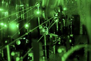 El sistema láser utilizado por los investigadores para medir el protón. Imagen: A. Antognini, F. Reiser. Fuente: PSI.