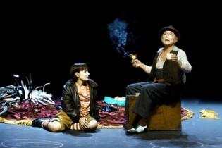 Momento de la representación, a cargo del Teatro de la Abadía. Fuente: Teatro Alhambra de Granada.