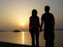 Las parejas que se tocan más, duran más. Imagen: 日:Muramasa. Fuente: Wikimedia Commons.