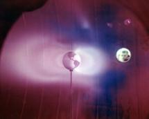 Simulación de los cinturones de Van Allen y su relación con la telefonía. Fuente: NASA.