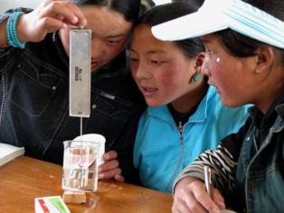 Clase de ciencias en China. Foto: Peter Morgan
