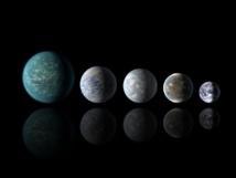Tamaños relativos de todos los planetas en zona de habitabilidad descubiertos,  con respecto a la Tierra. De izquierda a derecha: Kepler-22b, Kepler-69c, Kepler-62e, Kepler-62f y la Tierra (a excepción de la Tierra, se trata de artistas entregas extrajudiciales). Fuente: NASA Ames / JPL-Caltech.