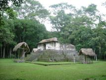 Templo en Ceibal. Imagen: Sébastian Homberger. Fuente: Wikimedia Commons.