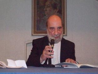 Raúl Zurita en 2011. Imagen: Columna. Fuente: Wikimedia Commons.