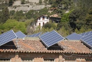 Los paneles solares en las casas particulares son cada vez más importantes en la política energética. Fuente: Generalitat de Catalunya.