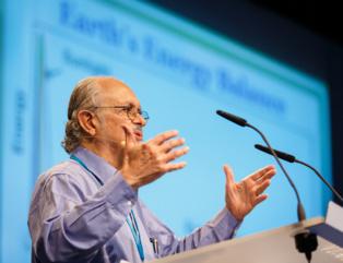 Mario Molina interviniendo este año en el Foro Lindau (Alemania). Foto: Lindau Nobel Laureate Meetings.
