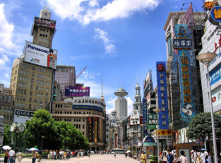 Nanjing Road, la mayor calle comercial en Shanghai.  Foto: Agnieszka Bojczuk.