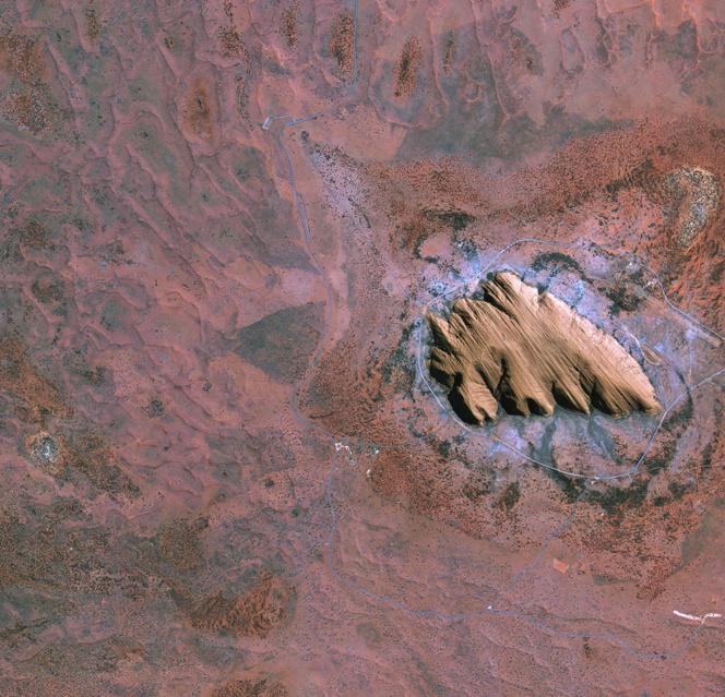 Uluru o Ayers Rock, vista desde el espacio. Fuente: ESA.