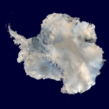 La Antártida vista desde el espacio. Fuente: NASA.