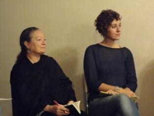 Las poetas Elsa López (izquierda) y Martha Asunción Alonso, el pasado cinco de octubre en el Encuentro celebrado en la Fundación Entredós de Madrid. Imagen: Viky Frías.