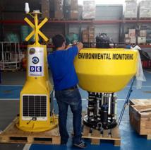 La boya satelital Vulcano es un instrumento flotante de unos cuatro metros de altura y dos de diámetro, que alberga sensores de altísima precisión y resolución para la medición de parámetros. Fuente: IEO.