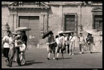 Turistas chinos en Córdoba, España. Imagen: Gabriel de Córdoba. Fuente: Flickr.