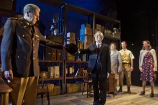 """Momento de la representación de """"Takings side"""". Imagen cortesía del Teatro Alhambra de Granada."""