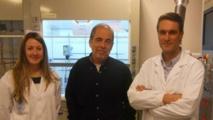 Leyre Gómez, Jesús Santamaría y Manuel Arruebo, investigadores del INA de la Universidad de Zaragoza. Fuente: Universidad de Zaragoza.