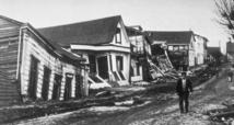 Daños causados por el terremoto del año 1960 en Valdivia, Chile. Es el sismo más fuerte registrado en la historia de la humanidad: 9,5 grados en la escala de Richter. Imagen: NGDC Natural Hazards Slides with Captions Header. Fuente: Wikipedia.
