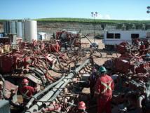 Trabajos de fracking en Dakota del Norte (EEUU). Imagen: Joshua Doubek. Fuente: Wikipedia.