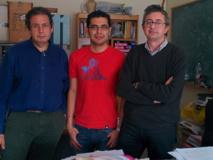 De izquierda a derecha, los físicos Enrique Ruiz Arriola, Rodrigo Navarro Pérez y José Enrique Amaro Soriano, en su despacho de la UGR. Fuente: UGR.