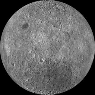 Cara oculta de la Luna, en una imagen compuesta de varias tomadas por el Lunar Reconnaissance Orbiter en junio de 2009. Fuente: NASA.