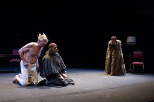 Momento de la representación. Imagen cortesía del Teatro Alhambra de Granada.