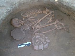 Una de las tres tumbas más ricas del último periodo meroítico identificadas en el cementerio, de un hombre joven. Imagen: Donatella Usai/Centro Studi Sudanesi e Sub-Sahariani. Fuente: Sinc.