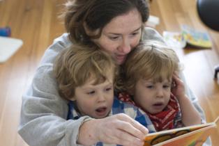 Las diferencias entre gemelos al aprender a leer influyen en su aprendizaje en general. Imagen: surlygirl. Fuente: Flickr.