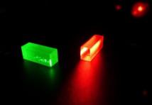 Cristales que contienen la información fotónica tras el teletransporte. Fuente: Grupo de Física Aplicada/UniGe.